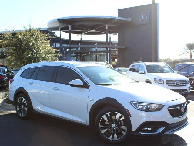 2018 Buick Regal TourX Essence AWD