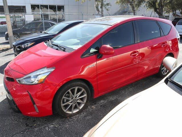 2017 Toyota Prius v Five FWD