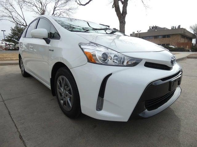 2017 Toyota Prius v Four FWD