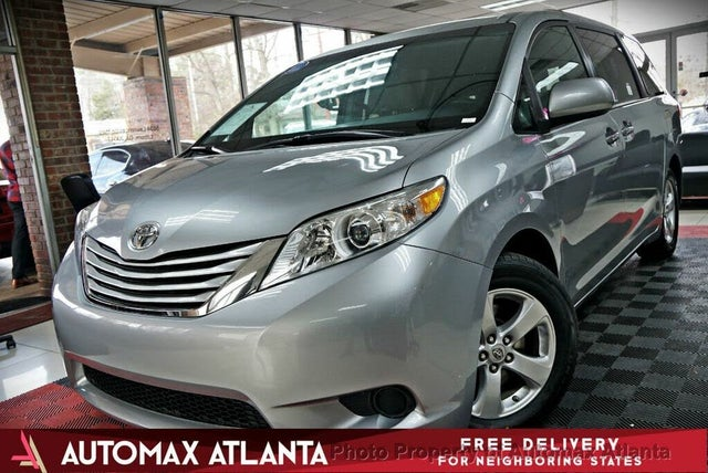 2017 Toyota Sienna LE 7-Passenger Auto Access Seat FWD