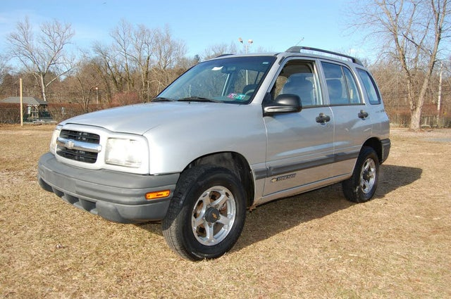 2000 Chevrolet Tracker 4-Door 4WD