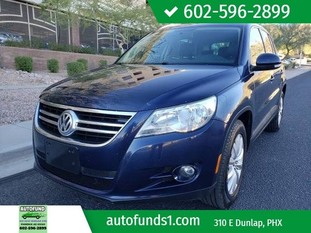 2011 Volkswagen Tiguan SE with Sunroof and Navigation