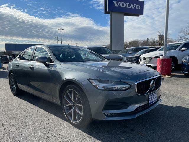 2017 Volvo S90 T6 Momentum AWD
