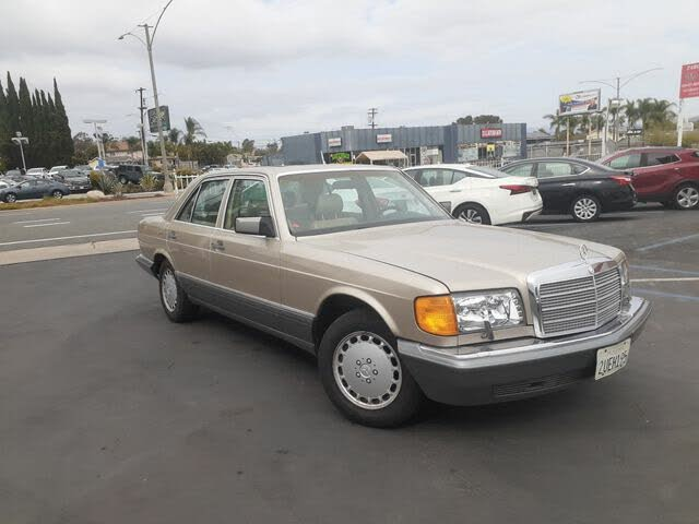 1990 Mercedes-Benz 300-Class 4 Dr 300SE Sedan