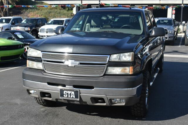 2005 Chevrolet Silverado 2500HD LT Crew Cab LB RWD