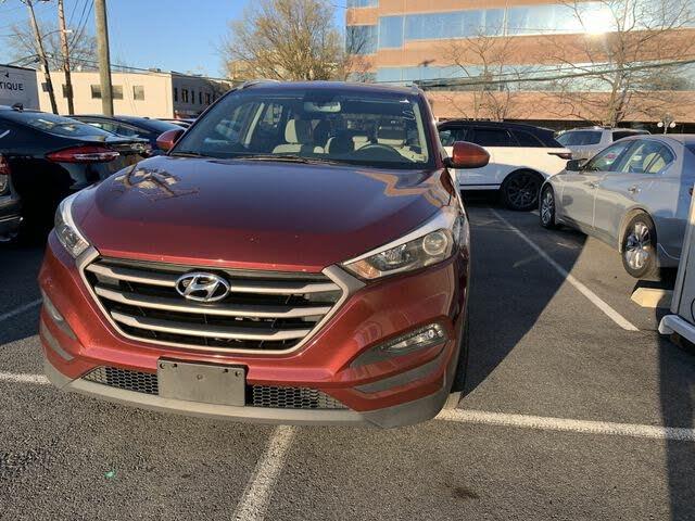 2016 Hyundai Tucson 2.0L SE AWD with Beige Seats