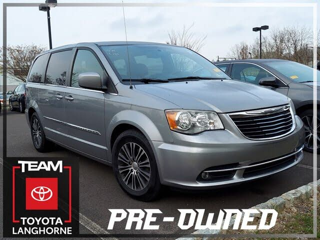 2013 Chrysler Town & Country S FWD