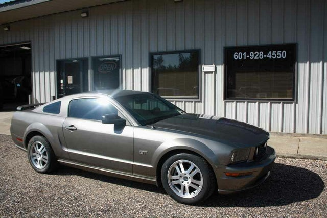 2005 Ford Mustang GT Premium Coupe RWD