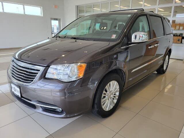 2015 Chrysler Town & Country Limited FWD