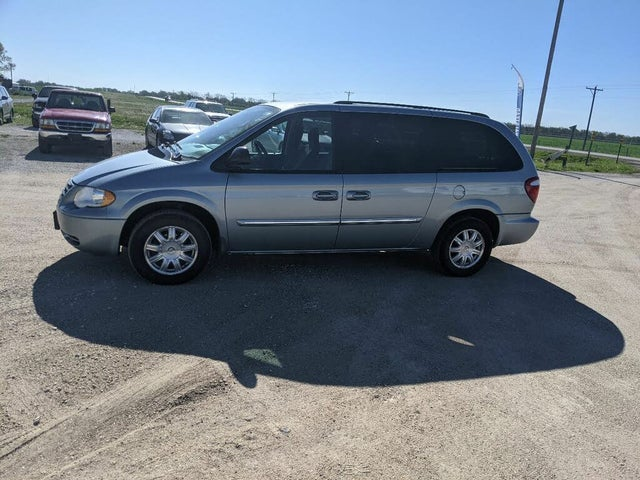 2006 Chrysler Town & Country Touring LWB FWD
