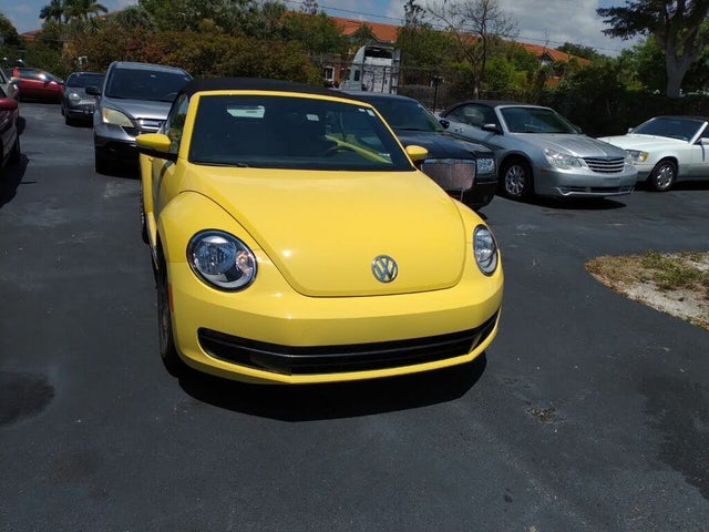 2014 Volkswagen Beetle 2.5L Convertible with Technology