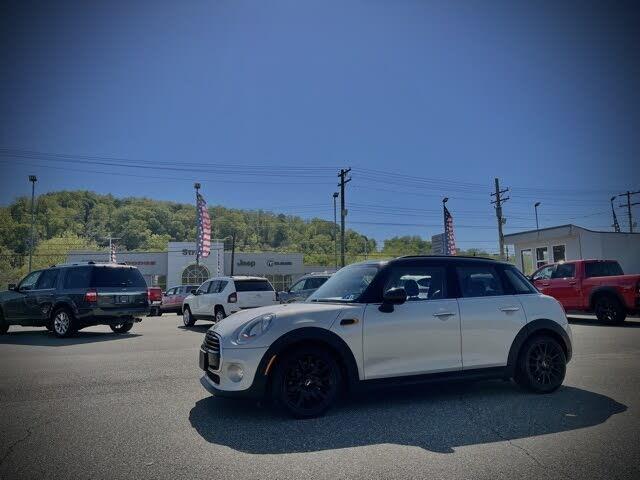 2017 MINI Cooper 4-Door Hatchback FWD