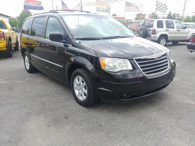 2010 Chrysler Town & Country Touring Plus FWD