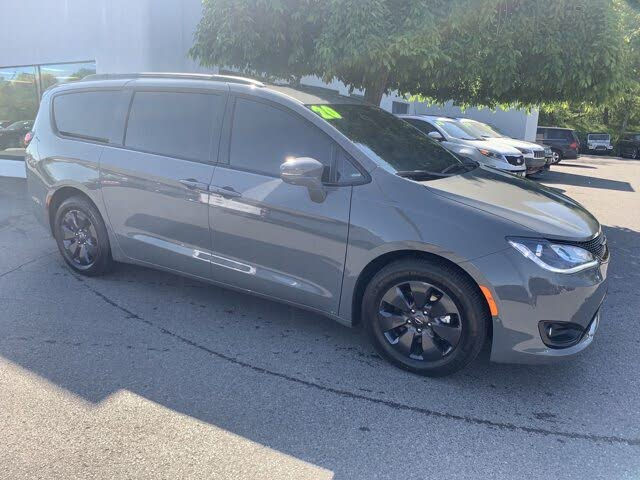 2020 Chrysler Pacifica Hybrid Limited Red S FWD