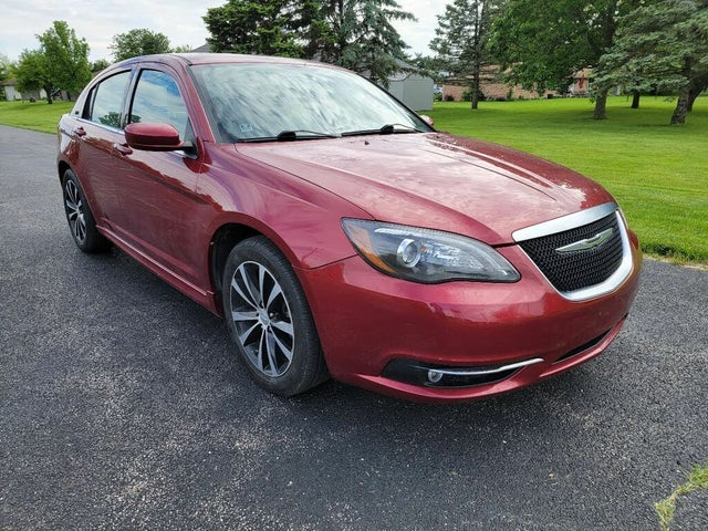 2013 Chrysler 200 Limited Sedan FWD
