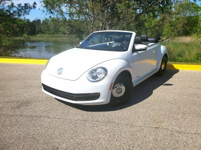 2013 Volkswagen Beetle 2.5L Convertible with Technology