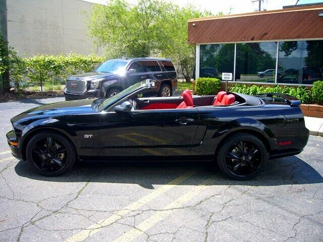 2005 Ford Mustang GT Convertible RWD