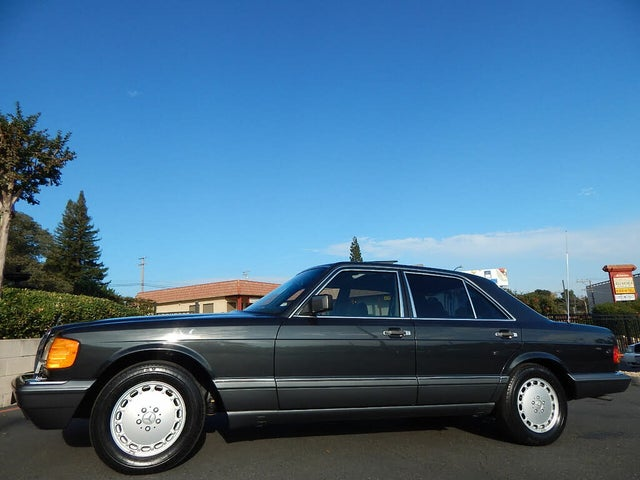 1991 Mercedes-Benz 300-Class 4 Dr 300SE Sedan