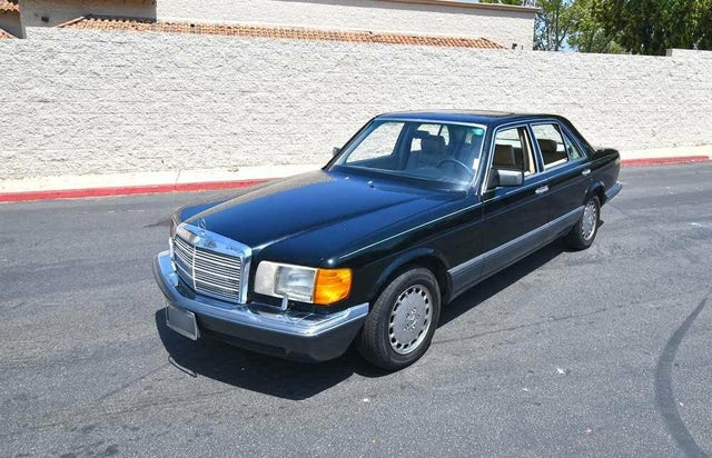 1989 Mercedes-Benz 300-Class 300SE Sedan