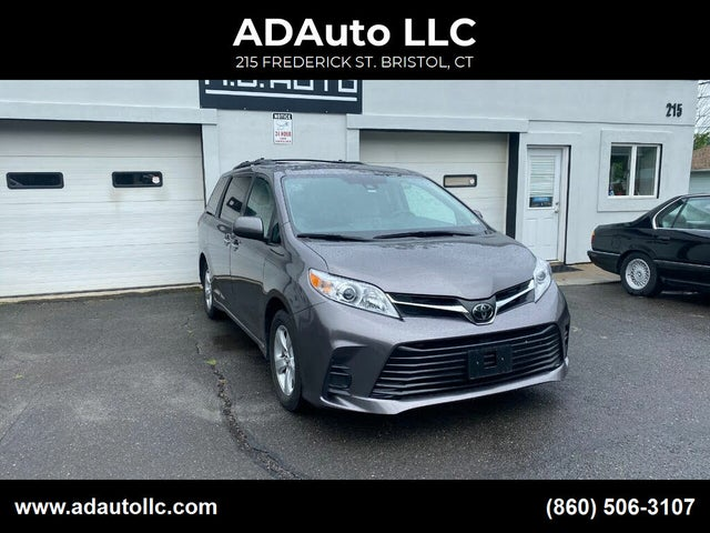 2020 Toyota Sienna LE 7-Passenger FWD with Auto-Access Seat