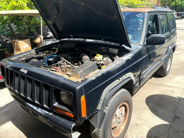 1999 Jeep Cherokee Sport 4-Door RWD