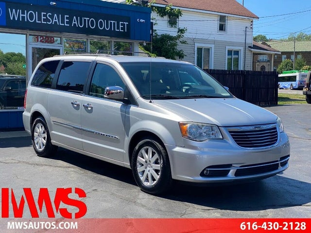 2012 Chrysler Town & Country Touring-L FWD
