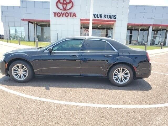 2016 Chrysler 300 Limited RWD