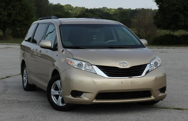2012 Toyota Sienna LE 7-Passenger