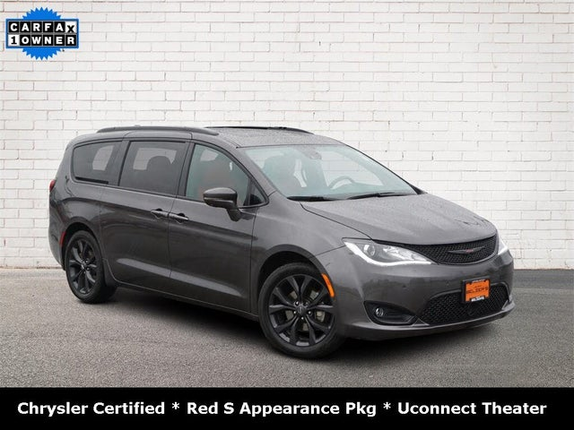2020 Chrysler Pacifica Red S FWD