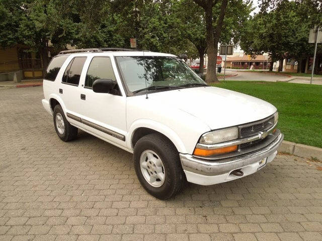 2000 Chevrolet Blazer LS 4-Door 4WD