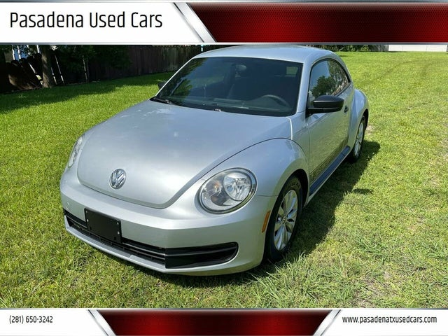 2013 Volkswagen Beetle 2.5L with Sunroof, Sound, and Navigation