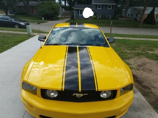 2005 Ford Mustang GT Deluxe Coupe RWD