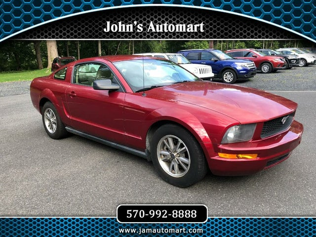 2005 Ford Mustang V6 Deluxe Coupe RWD