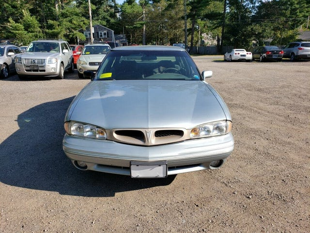 1997 Pontiac Bonneville 4 Dr SE Sedan
