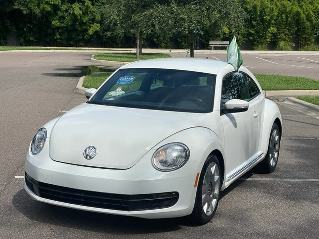 2012 Volkswagen Beetle 2.5L with Sound and Navigation