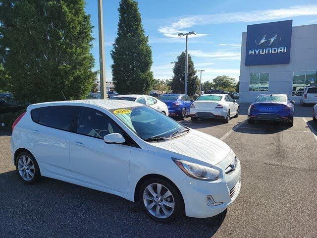 2013 Hyundai Accent SE 4-Door Hatchback FWD