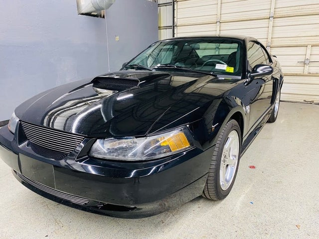 2004 Ford Mustang GT Deluxe Coupe RWD