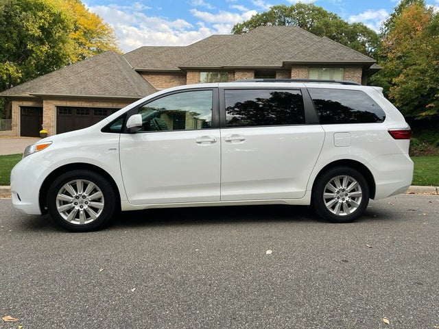 2017 Toyota Sienna LE 7-Passenger AWD