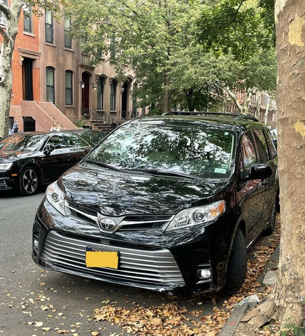 2018 Toyota Sienna XLE Premium 8-Passenger FWD