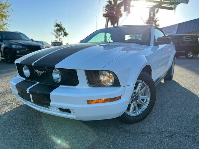 2005 Ford Mustang V6 Deluxe Convertible RWD
