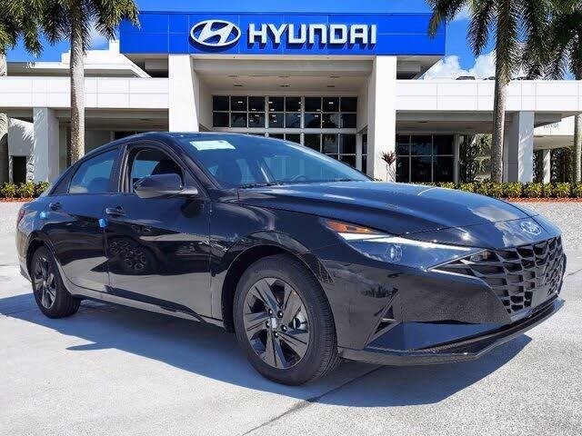 2022 Hyundai Elantra SEL FWD