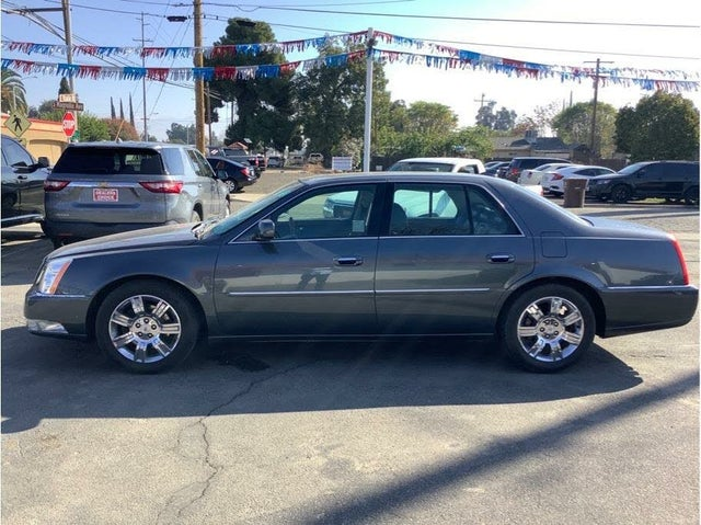 2011 Cadillac DTS Platinum FWD