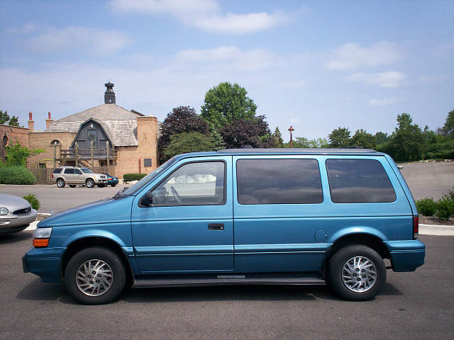 1995 Dodge Caravan Overview
