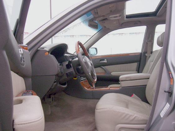 2000 Infiniti Q45 4 Dr Anniversary Sedan, comfort & style