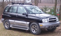 2001 Chevrolet Tracker Overview