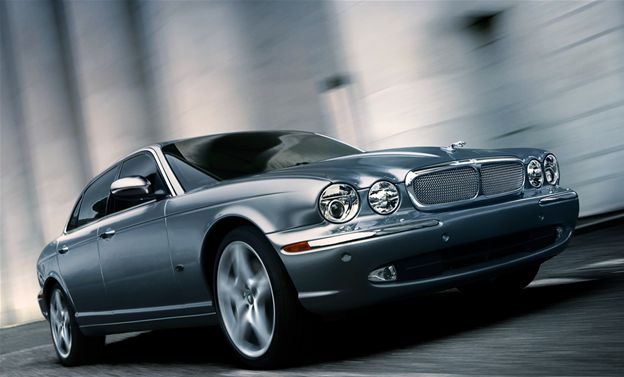 2007 Jaguar XJ-Series Super V-8, Front Right Side View, manufacturer, exterior