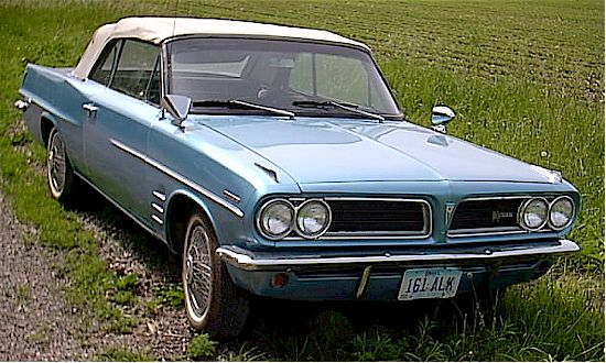 Front-quarter view of a Pontiac Tempest Le Mans convertible