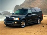 2004 Lincoln Navigator Overview