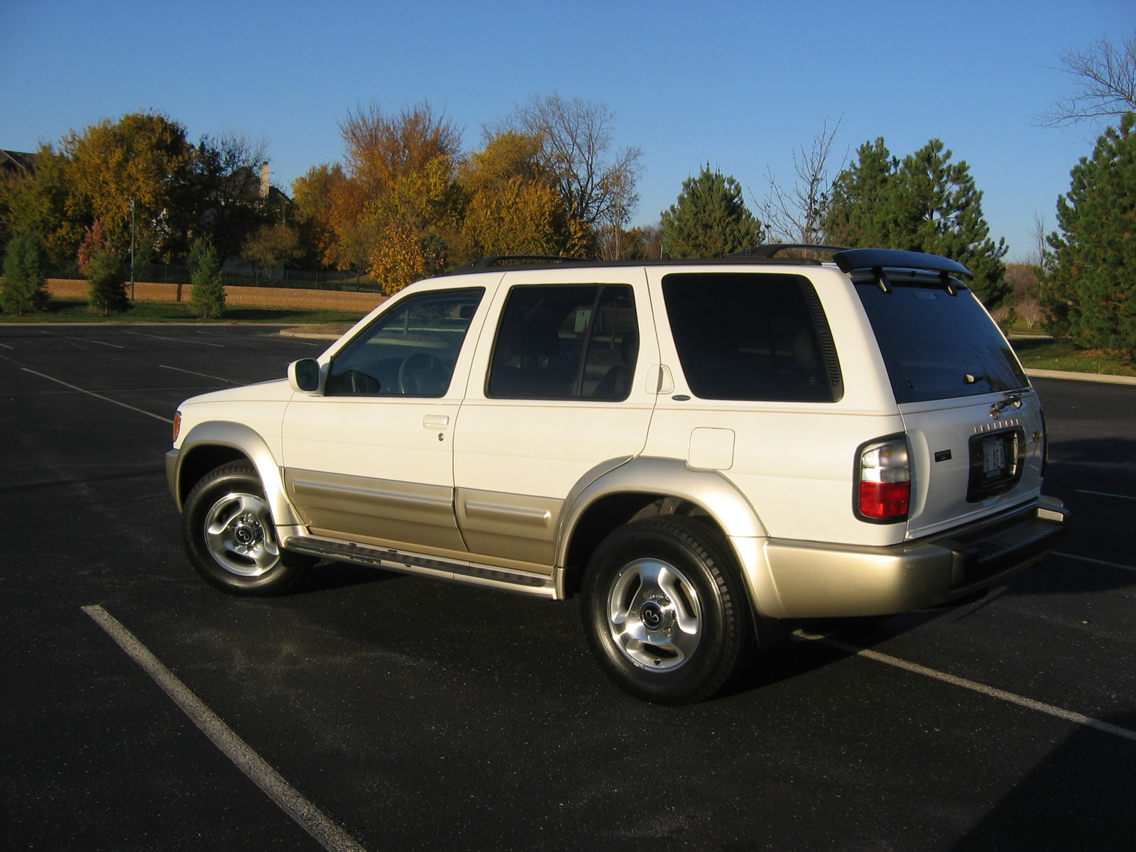 Picture of 2000 infiniti qx4 4 dr std 4wd suv exterior