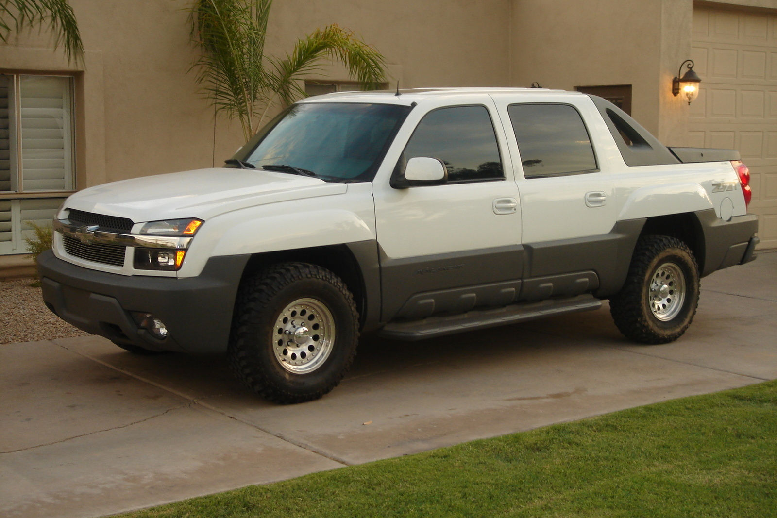 Picture of 2002 Chevrolet Avalanche 4 Dr 1500 4WD Crew Cab SB